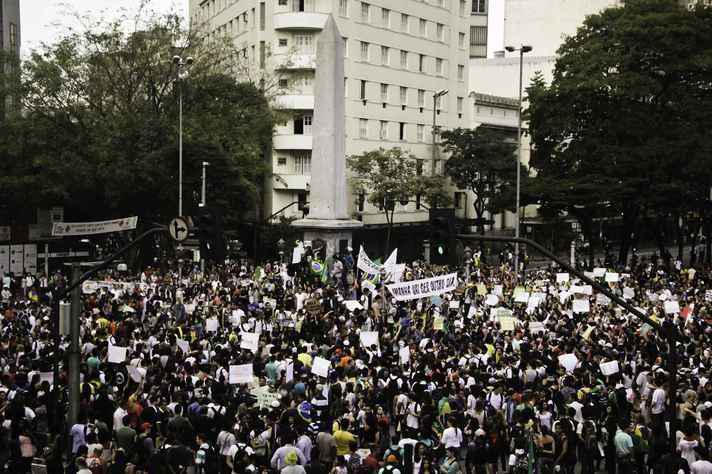 Manifestação pela redução da passagem de ônibus na Praça Sete em 2013