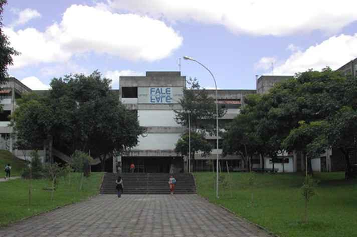 Fachada da Faculdade de Letras, campus Pampulha