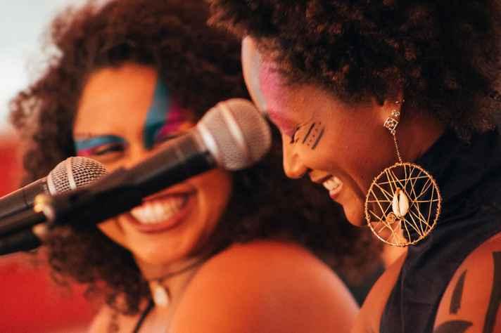 Coletivo de Negras Autoras em apresentação na Praça de Serviços em 2015