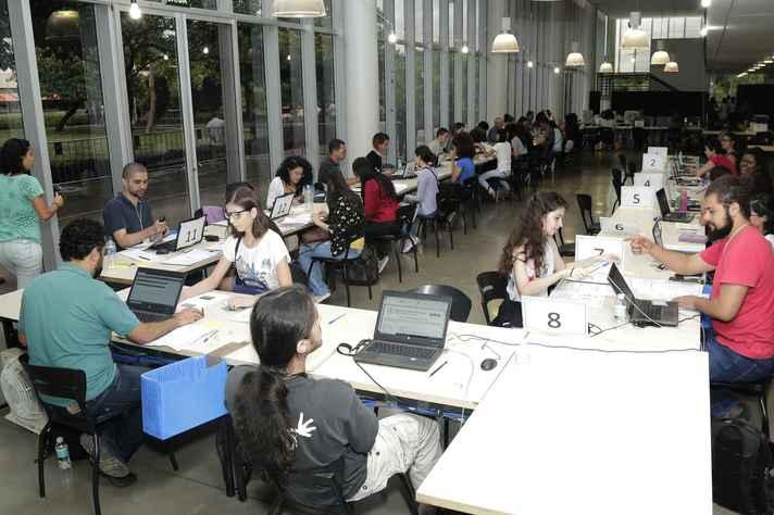 Candidatos devem apresentar documentação para realizar registro acadêmico e matrícula