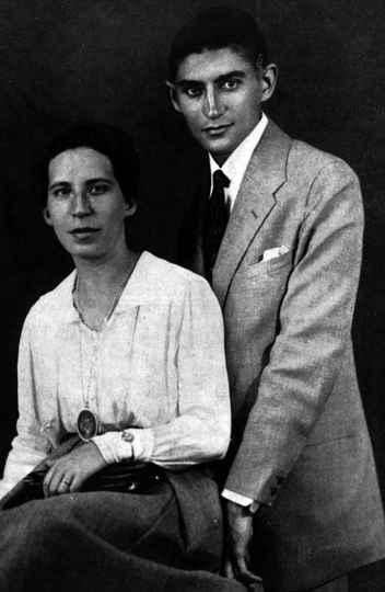 Kafka e Felice Bauer, de quem foi noivo, no verão de 1917