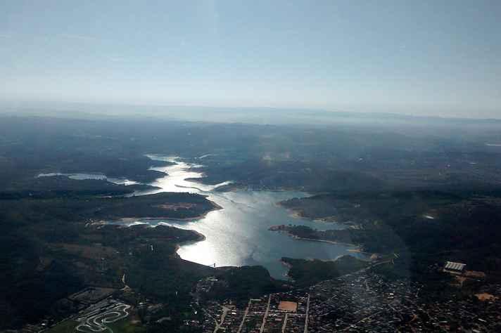 Vista Aérea da represa Várzea das Flores, na divisa entre Contagem e Betim