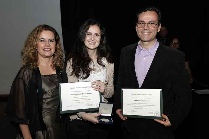Sandra Goulart Almeida, Thaís Fontes, premiada,