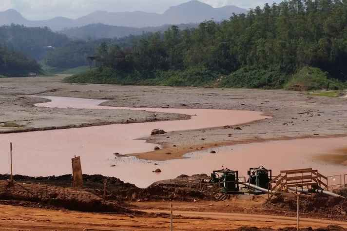 Barragem de Santarém, em Mariana, atingida pela lama do rompimento de Fundão