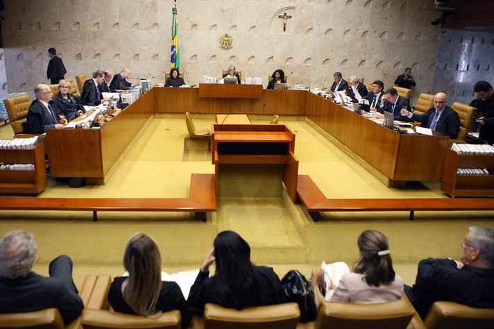 Sessão do STF, Ministros do STF decidem se parlamentares podem sofrer medidas cautelares sem aval do Congresso