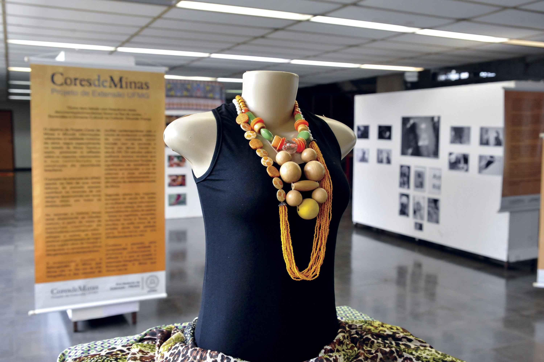 Objetos e fotografias remetem à identidade negra trazida da África