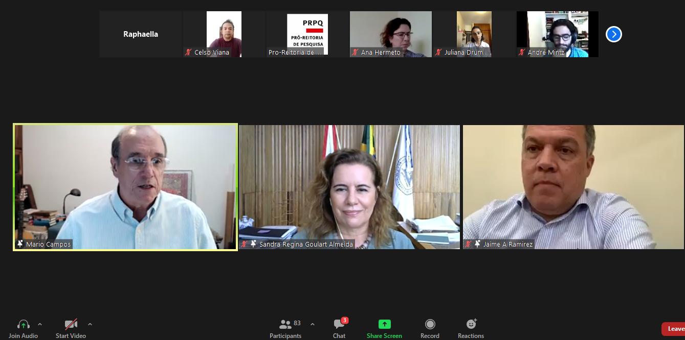 Mário Campos, Sandra Goulart e Jaime Ramírez em reunião com os professores contemplados: prioridade para as atividades-fim