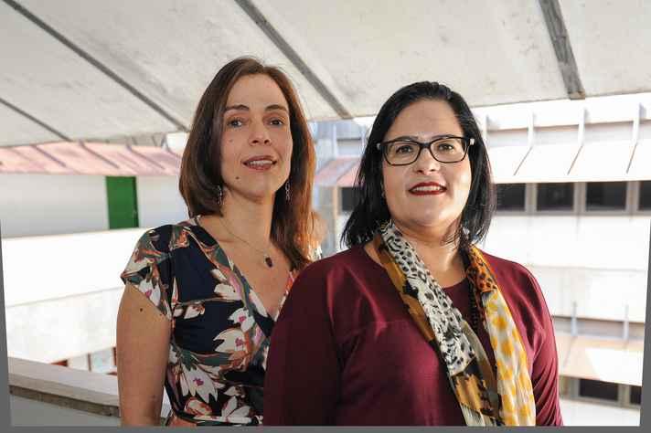 Marisa Carneiro e Ana Larissa Adorno, da Faculdade de Letras: hashtag simboliza a agilidade e a permissidade do ambiente digital