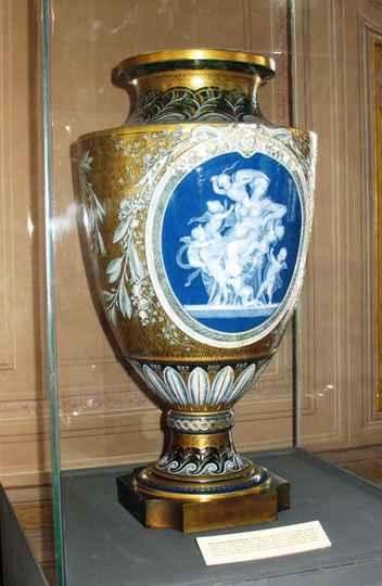 Cerâmica e porcelana: Jarrão em porcelana de Sèvres de D. Pedro II