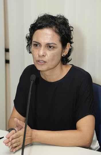 Professora Cláudia Mayorga