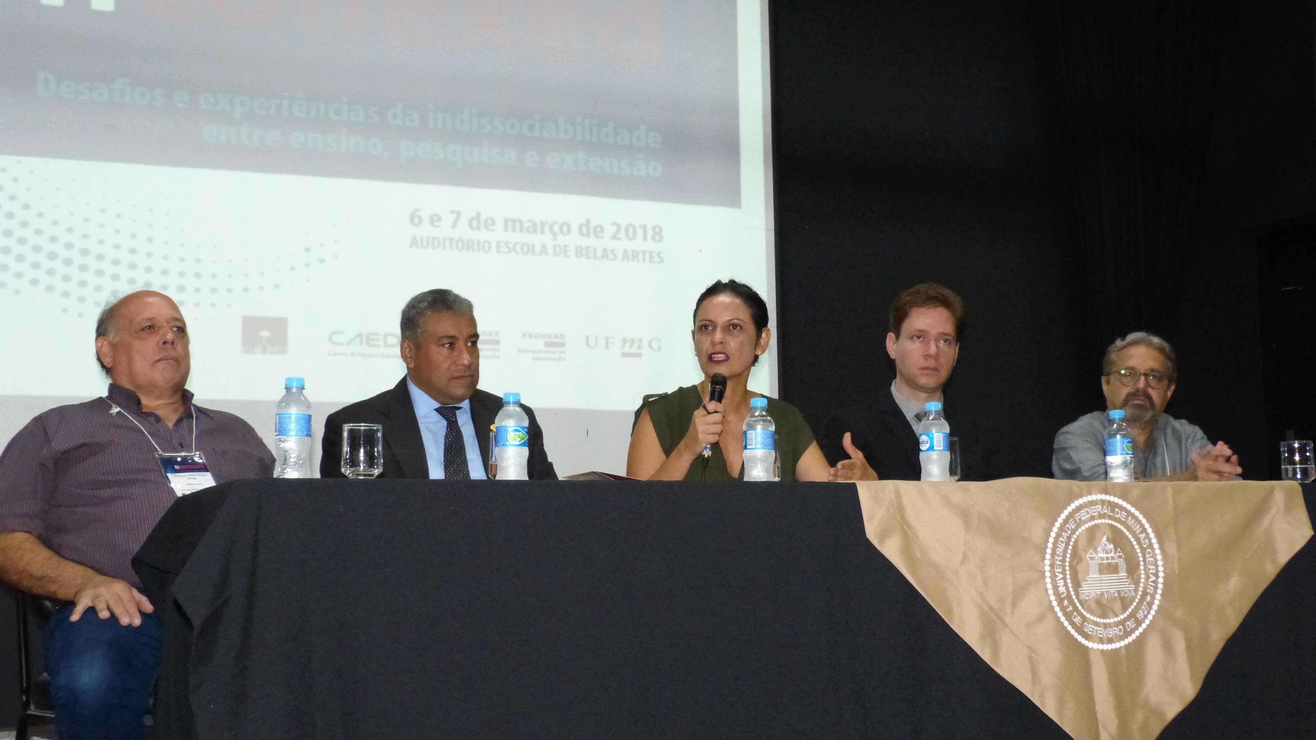Fernando Fidalgo, Wagner Corradi, Cláudia Mayorga, Cristiano Bickel e Evandro Lemos durante a abertura do evento