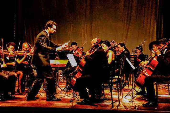 Werner Silveira é o idealizador e o regente da Orquestra Voluntária de Belo Horizonte.