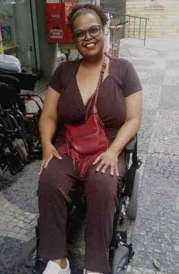 Andressa Marques, aluna da UFMG, idealizou a cartilha para acolher outros estudantes com deficiência