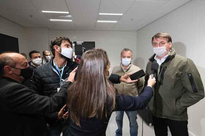 Hostilidade do presidente com jornalistas não é novidade, afirma pesquisador