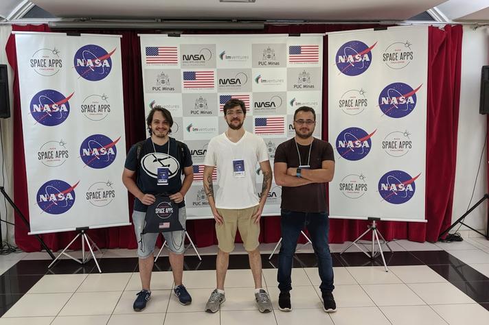 Alexandre Alphonsos, Bruno Conde Kind e Jerônimo Nunes: para chegar à competição internacional, equipe venceu maratona de programação