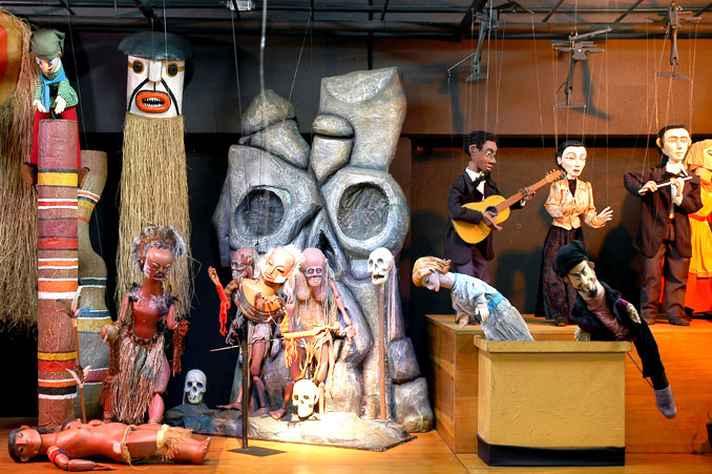 Ministrada por integrantes do Grupo Giramundo, residência artística 'Oficina de construção de bonecos de balcão' é um dos destaques da programação