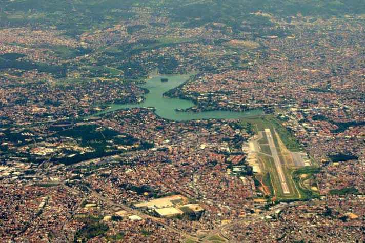 Vista área de BH e parte da região metropolitana
