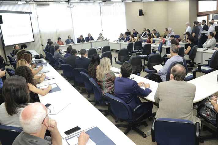 Dirigentes de instituições de ensino e parlamentares se reuniram na UFMG nessa segunda-feira (08/04)