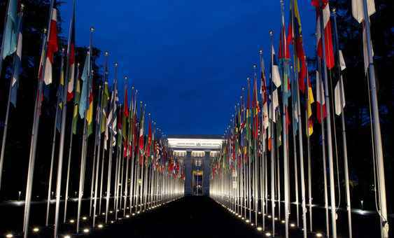 Bandeiras dos países filiados às Nações Unidas na sede da ONU em New York