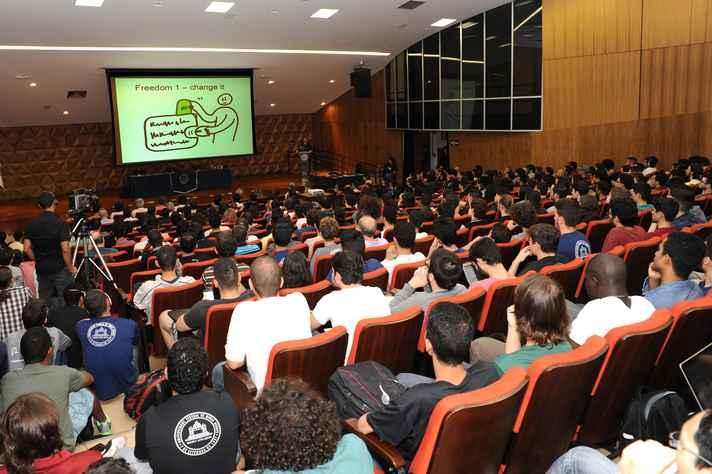 Conferência reuniu mais de 900 pessoas, em dois auditórios