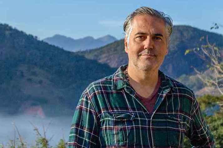 Julio Falavigna: passeio pelos ritmos do mundo