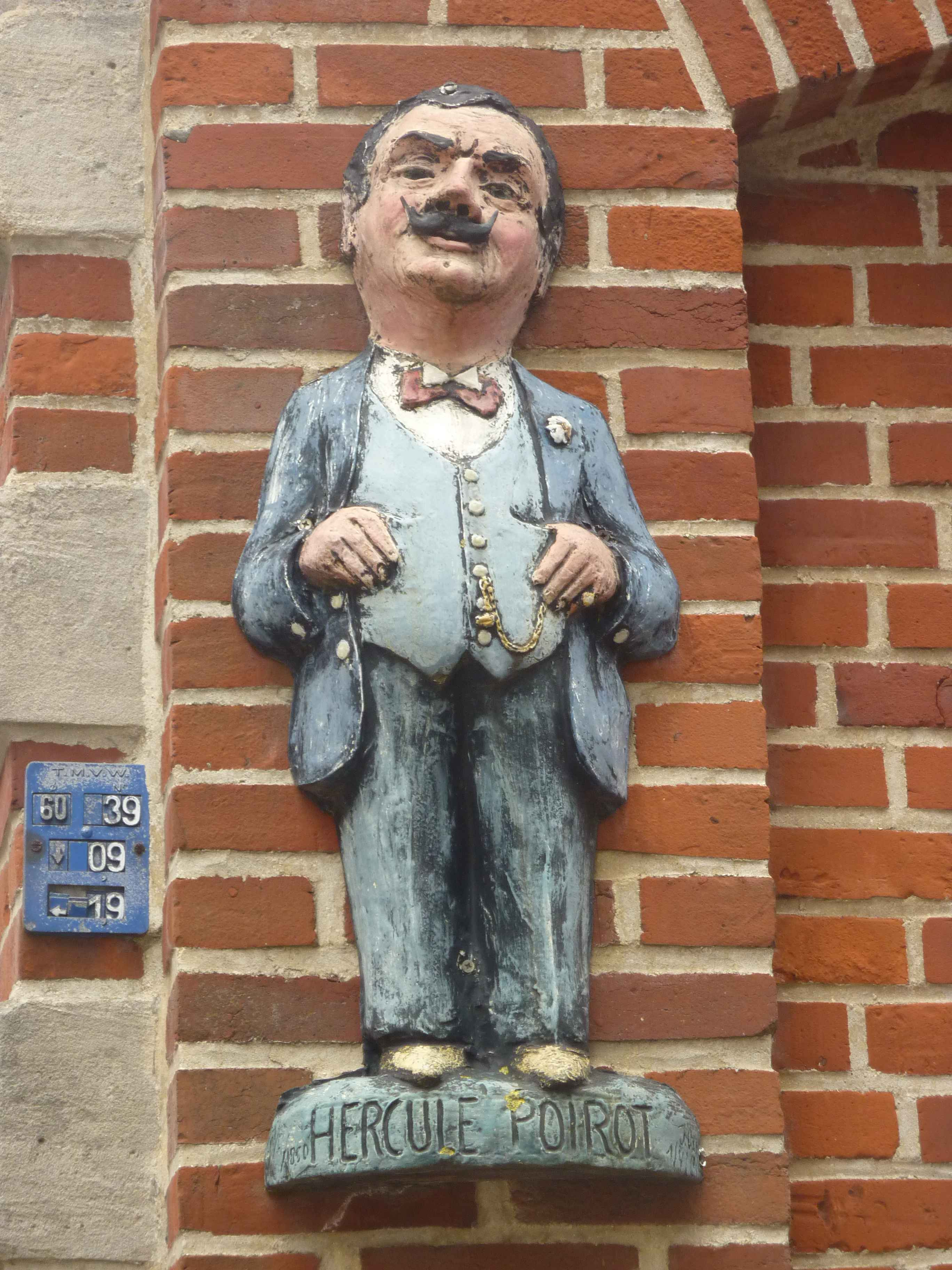 Estátua de Hercule Poirot, em Ellezelles, na Bélgica