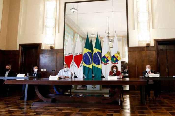 Cerimônia reuniu gestores da Prefeitura e da UFMG no salão nobre do executivo municipal