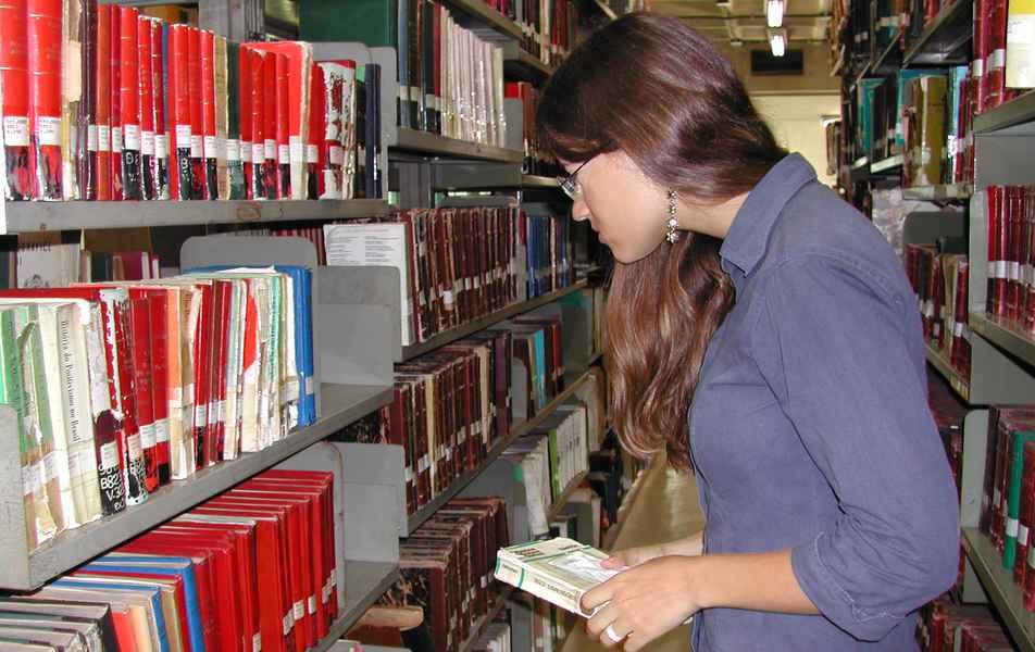Biblioteca da Faculdade de Filosofia e Ciências Humanas (Fafich)