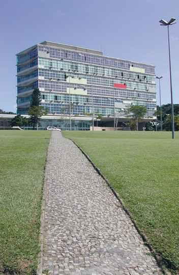 Prédio da Reitoria, no campus Pampulha: consulta está marcada para novembro