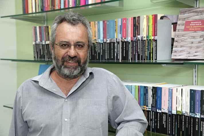 Flávio Carsalade: organização em selos é tendência editorial