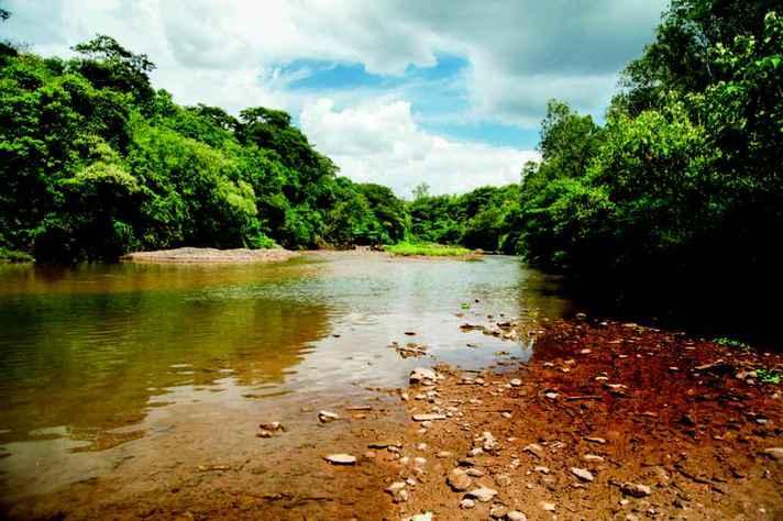 Rio das Velhas em Raposos (MG)