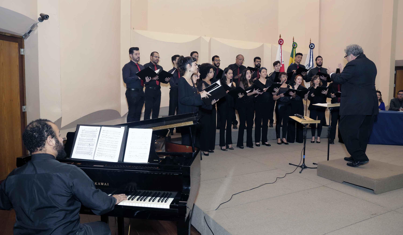 Cerimônia foi marcada por apresentações, como a do Ars Nova – Coral da UFMG