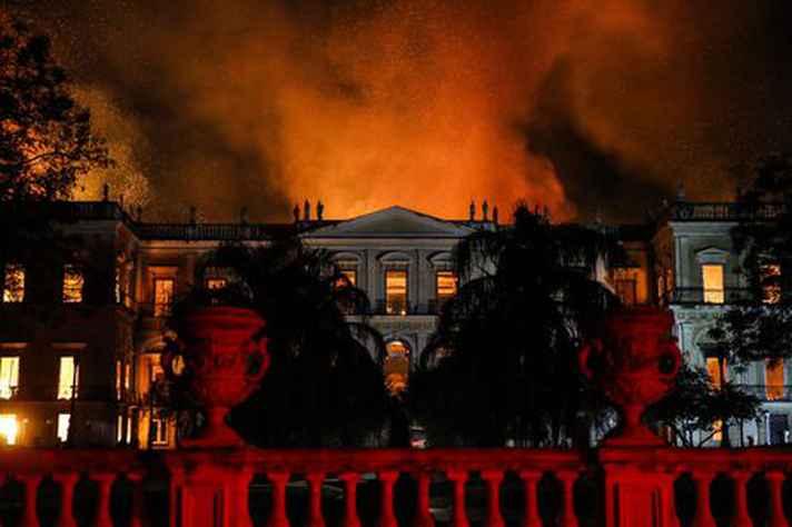 Imagem do Museu Nacional, no Rio de Janeiro, em chamas foi uma das mais marcantes de 2018