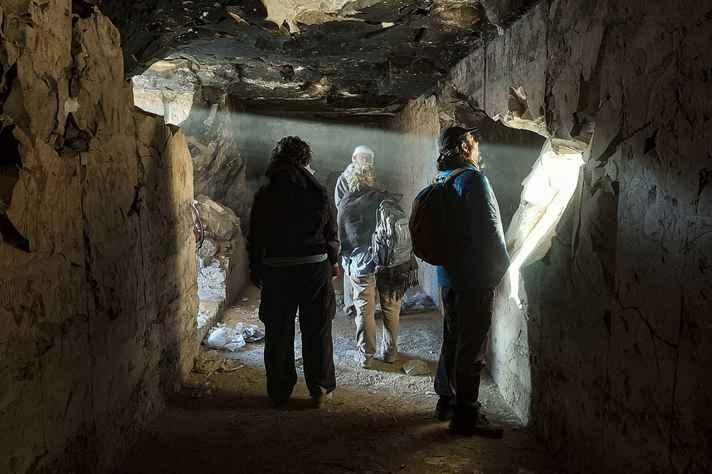 Grupo da UFMG em expedição no Egito