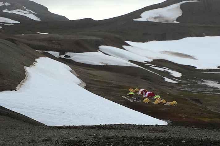 Acampamento de grupo da UFMG na Antártida