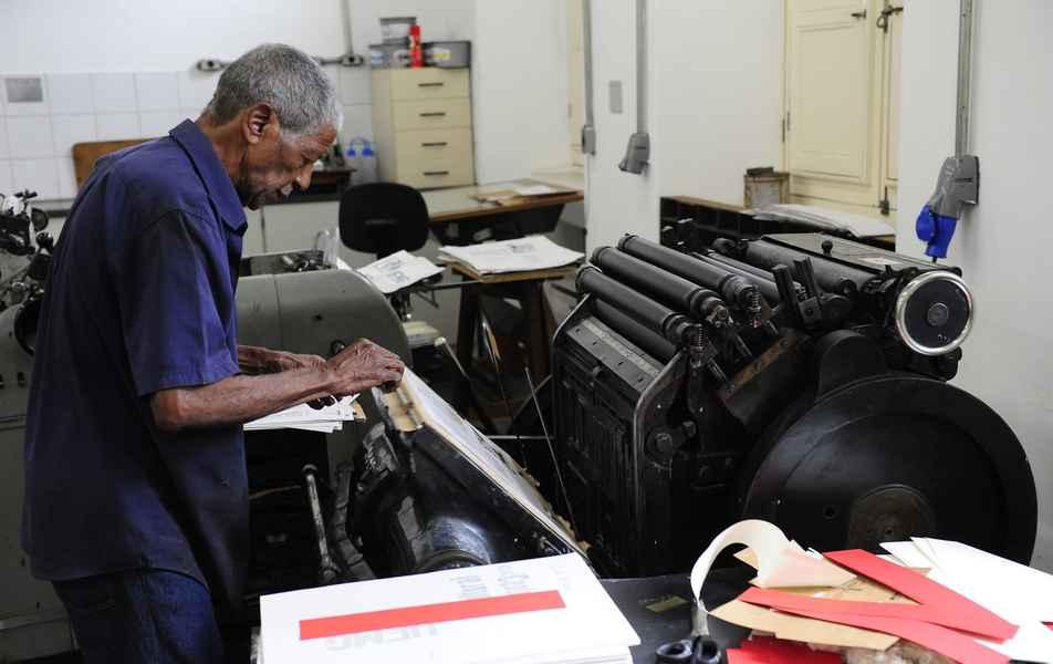 Máquina tipográfica do acervo do Centro Cultural UFMG