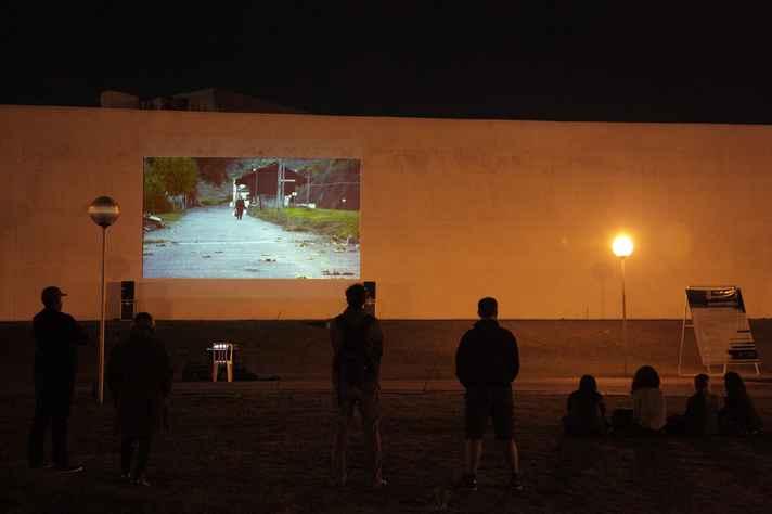 Projeção de vídeo da mostra Campos interpolados no