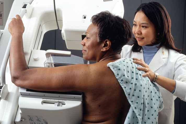 Segundo o Observatório de Oncologia, 52% dos casos de câncer de mama diagnosticados em mulheres negras e pardas é descoberto tardiamente.
