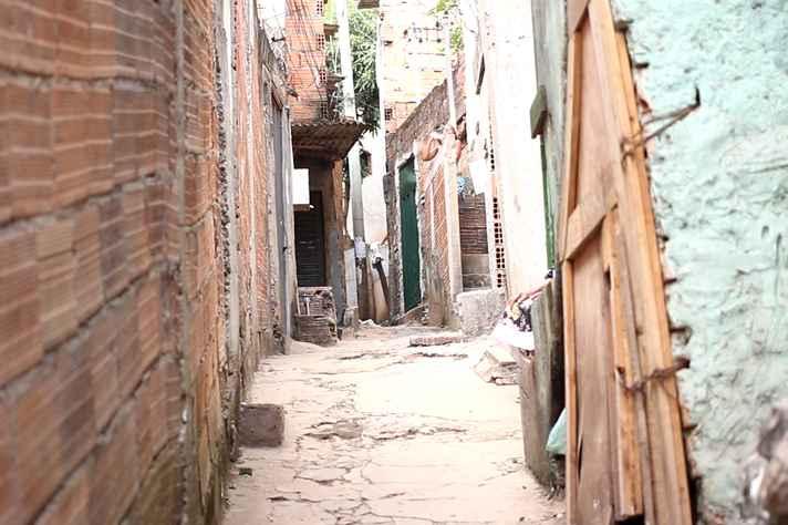 Viela na Vila Acaba Mundo, em Belo Horizonte: aumenta o número de pessoas vivendo em favelas, no mundo