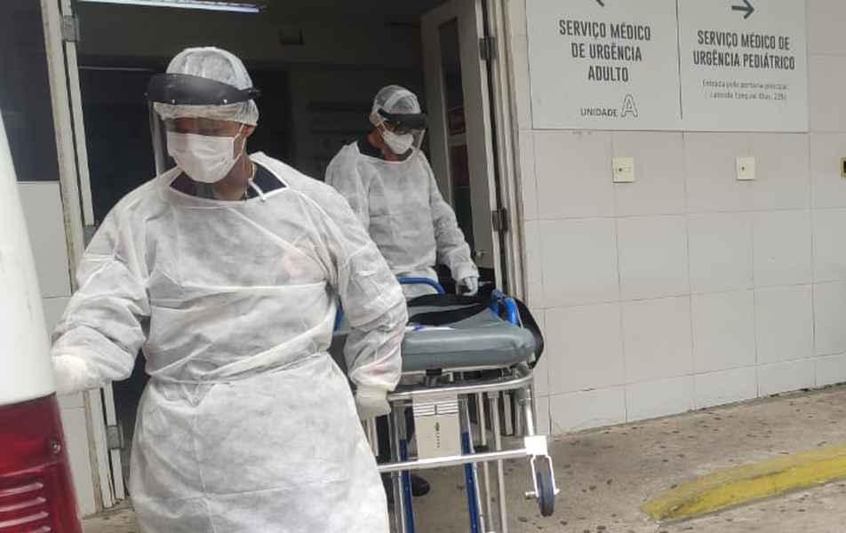 <p>Com 1 milhão de reais&nbsp;equipamos os hospitais com&nbsp;300&nbsp;equipamentos de suporte médico, como macas, suporte de soros e carrinhos de curativos.</p>