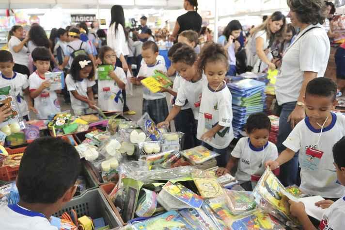 Crianças na Bienal Brasil do Livro e da Leitura de Brasília: