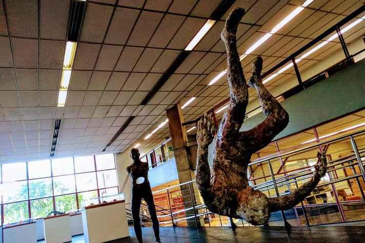 Parte dos trabalhos expostos pelos alunos do Ateliê de Escultura