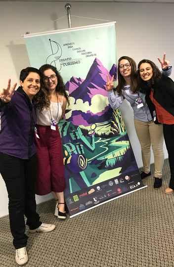 Marcella Gomes e Stella Mascarenhas (esq), alunas do 10º período, e Luana Siqueira e Melissa Benchimol (dir), ambas do 8º período