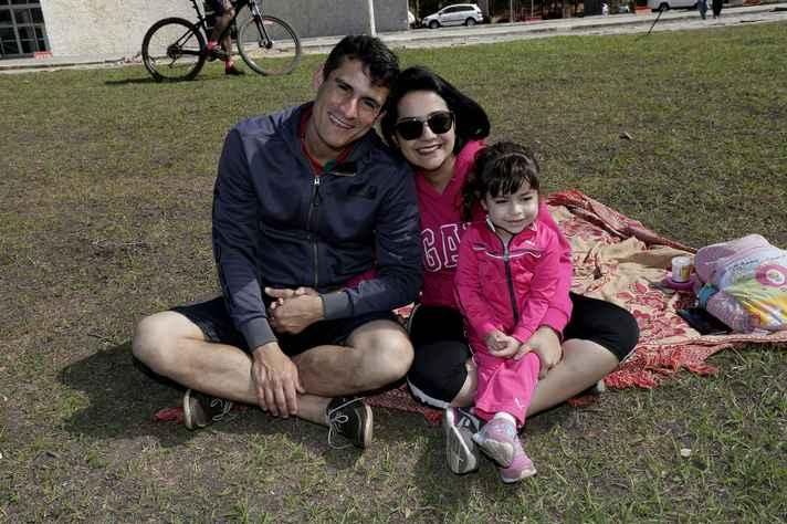 Mariane trouxe o esposo e a filha