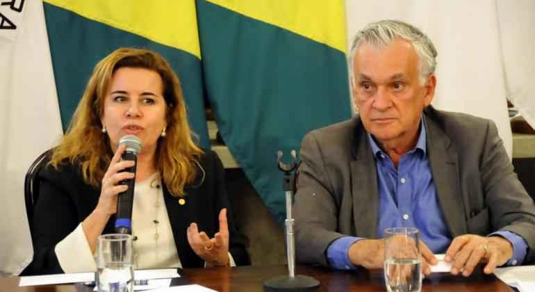 Sandra Goulart Almeida e o secretário municipal de Cultura, Juca Ferreira: