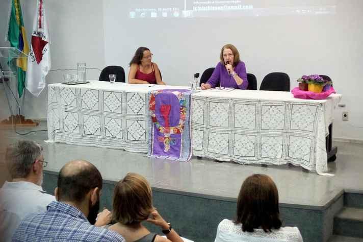 Icléia Thisen, da UniRio, fez a primeira exposição da série na ECI