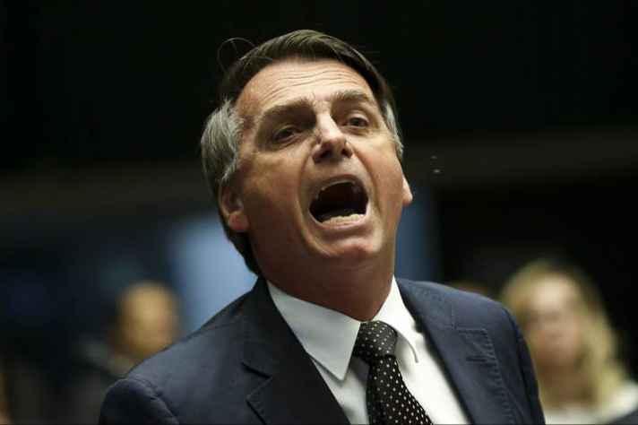 Bolsonaro diz que MEC estuda 'descentralizar' investimento em cursos de filosofia e sociologia