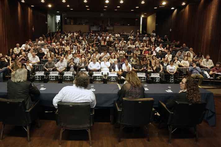 A conferência de abertura foi realizada no auditório da Reitoria