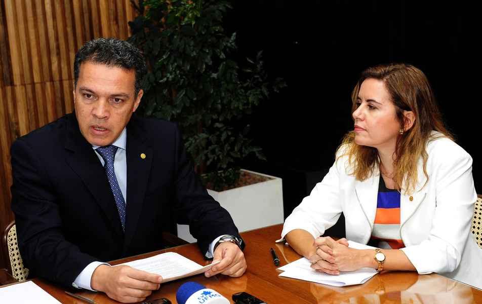 Reitor Jaime Arturo Ramírez, e vice-reitora Sandra Regina Goulart Almeida