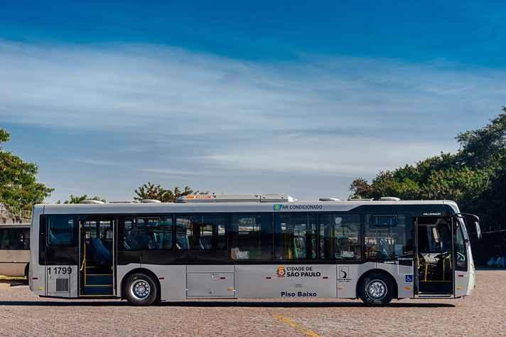 Em Sâo Paulo, a Prefeitura subsidia parte da passagem de ônibus. Mesmo assim, reajustes são constantes.
